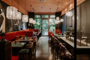 A restaurant or other place to eat at Vienna Townhouse Berlin