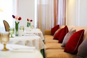 A seating area at Borodino Hotel