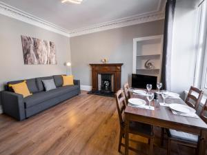 A seating area at New Superhost Listing: Bright flat nr. University