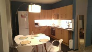 A kitchen or kitchenette at Little Suite - Bartholome
