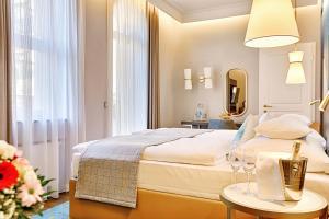 A room at Thermia Palace Ensana Health Spa Hotel