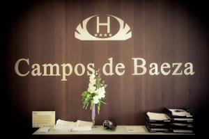 A restaurant or other place to eat at Hotel Campos de Baeza