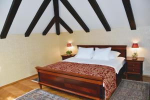 A bed or beds in a room at Boutique Hotel Kazbek