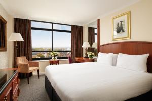 A bed or beds in a room at Millennium Hotel London Knightsbridge