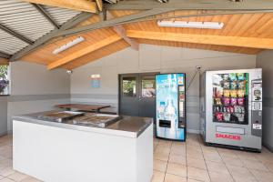 A kitchen or kitchenette at Discovery Parks - Melbourne