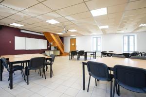 Restaurant ou autre lieu de restauration dans l'établissement Centre l'Albaron