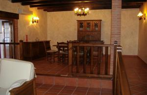A restaurant or other place to eat at Casa Rural Tia Tomasa