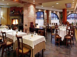 Un restaurante o sitio para comer en Hotel Casbas