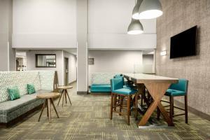 A seating area at Hampton Inn & Suites Las Vegas-Henderson