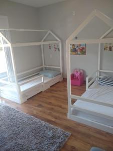 A bunk bed or bunk beds in a room at CASA AMPLA EM CONDOMINIO