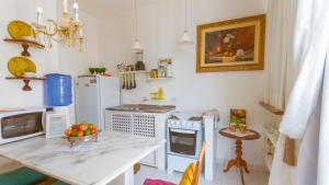A kitchen or kitchenette at Apartamento do Washington