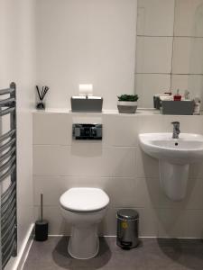 A bathroom at Belvedere Suites