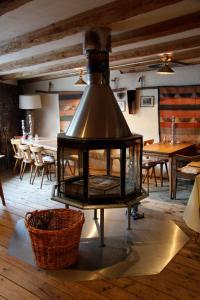 A restaurant or other place to eat at Zur Ewigen Lampe Romantik und Landhotel