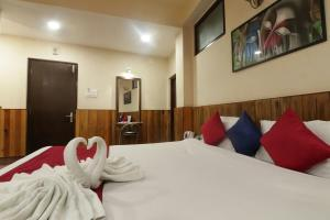 A bed or beds in a room at HOTEL VAJRAKILA