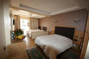 A bed or beds in a room at Hotel Club Almoggar Garden Beach