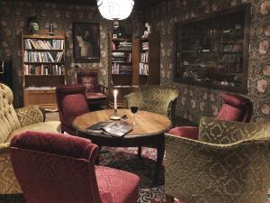 Loungen eller baren på Hotell Gästis