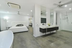 A bed or beds in a room at #2 Andrews – Port Douglas