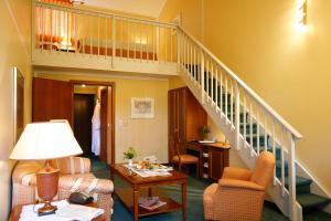 Ein Sitzbereich in der Unterkunft Hotel Hofmark