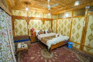 A bed or beds in a room at Houseboat Altaf and transportation