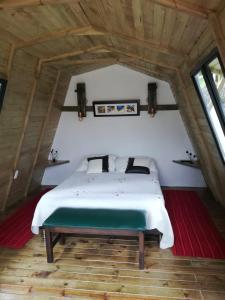 A bed or beds in a room at Hotel Campestre El Refugio de Balsora