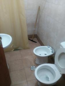 A bathroom at Hostal Portal del Valle