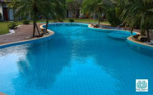 The swimming pool at or near The Reef Resort