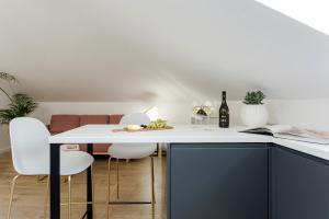 A kitchen or kitchenette at Inn by the River
