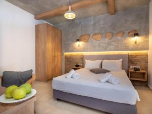 A bed or beds in a room at Enorme Maya Beach Hotel-Adults Only