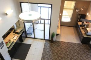 A kitchen or kitchenette at Super 8 by Wyndham Stafford/Springfield Area