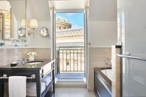 A cozinha ou cozinha compacta de InterContinental Paris Le Grand, an IHG Hotel