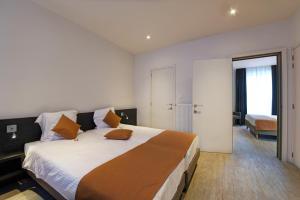 Un ou plusieurs lits dans un hébergement de l'établissement Hotel Du Commerce