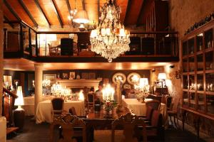 A restaurant or other place to eat at Casas Do Coro
