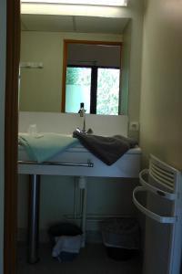 Salle de bains dans l'établissement Centre l'Albaron