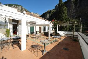 A restaurant or other place to eat at Hotel Relais Villa Annalara