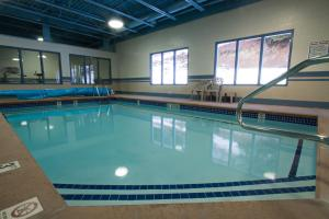 The swimming pool at or near Glenwood Inn & Suites