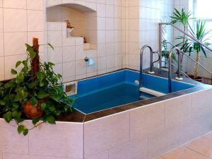 Ein Badezimmer in der Unterkunft Pension Torgau - Zimmer 9
