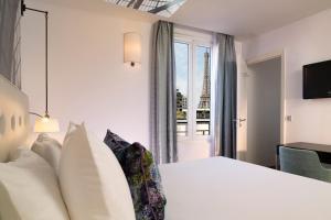 Cama ou camas em um quarto em Hôtel Gustave