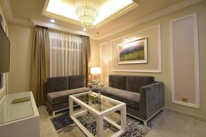 A seating area at Remaj Hotel