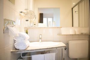 A bathroom at Domicil Leidinger