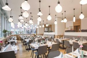 A restaurant or other place to eat at Stadthotel Münster