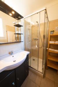 Salle de bains dans l'établissement Hotel Sainte Anne - Apt