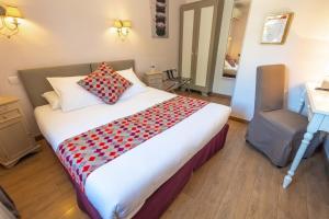 Un ou plusieurs lits dans un hébergement de l'établissement Hotel Sainte Anne - Apt