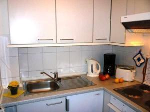 Küche/Küchenzeile in der Unterkunft Hafenidylle Orth auf Fehmarn