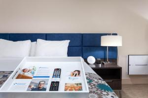 A bed or beds in a room at Wyndham Boca Raton Hotel