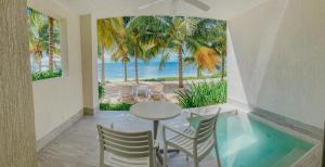 Vista de la piscina de Izla Beach Front Hotel o alrededores