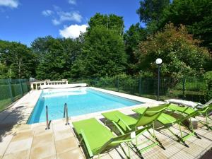 The swimming pool at or near Charming Villa in Saint-Julien-de-Lampon with Terrace