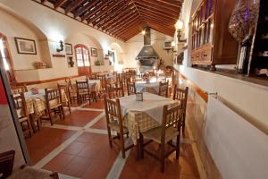 A restaurant or other place to eat at Hostal El Cortijo