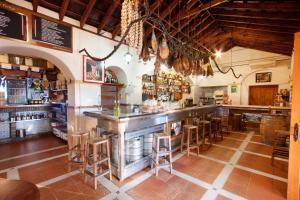 The lounge or bar area at Hostal El Cortijo