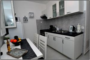 A kitchen or kitchenette at Apartment Karmen
