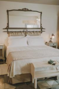 A bed or beds in a room at Masseria Montenapoleone